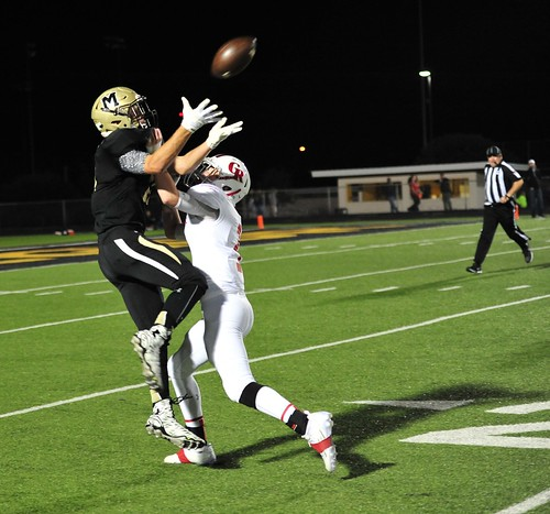 "Nice catch despite PI vs. Glen Rose. Junior year. 11.6.2015. • <a style=""font-size:0.8em;"" href=""http://www.flickr.com/photos/38444578@N04/22347696213/"" target=""_blank"">View on Flickr</a>"