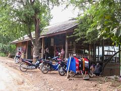 """Luang Prabang: villages sur l'autre rive de la rivière Nam Khan <a style=""""margin-left:10px; font-size:0.8em;"""" href=""""http://www.flickr.com/photos/127723101@N04/23957960875/"""" target=""""_blank"""">@flickr</a>"""