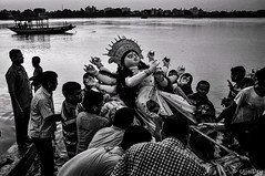 Immersion (ujjal dey) Tags: ujjal ujjaldey durgapuja immersion dasami dussera idol kolkata calcutta bengali celebration festival culture ganga ganges river evening goddess d90 blackandwhite monochrome