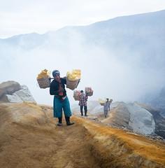 java - ijen (peo pea) Tags: hard work cratere crater volcano vulcano ijen indonesia java giava reportage leica leicaq