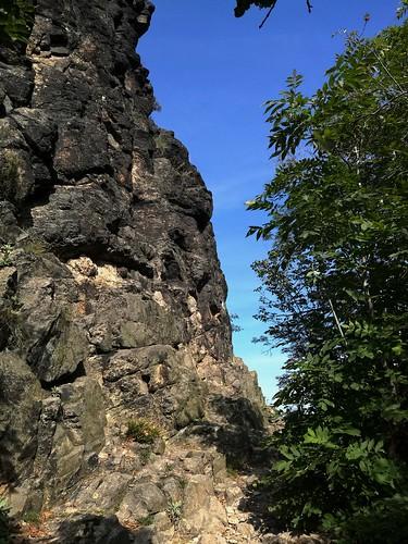 Skály na vrchu Bořeň