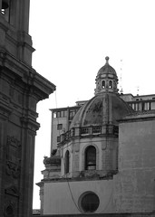 Marsala, Sicilia (Eurel Laugh) Tags: sicilia sicile nikon s7000 toit roof bw nb architecture marsala ilalie italia