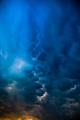 Altostratus Undulatus Mammatus Detail (vale0065) Tags: altostratusundulatusmammatus wolk weer weather thunderstorm onweer blue blauw lucht orange oranje sunset zonsondergang colour collor kleur belgium belgi flanders vlaanderen laakdal vorst rain regen canon 5d markii mrkii mark2 mrk2