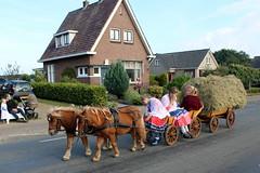It's a small world (Davydutchy) Tags: flaeijelfeest flaeijel festival feest dorpsfeest nijhoarne nieuwehorne âldhoarne oudehorne fryslân friesland frisia frise nederland netherlands niederlande paysbas holland country life platteland boer farmer bauer fermier paysan agricultural community hynder horse paard pferd konj hest ĉevalo കുതിര caballo лошадь kůň horsedrawn paardenwagen bespannen wagen wagon cart kar fries friesian frisian