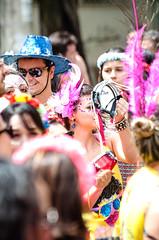 A fantasia do Carnaval de rua e suas cores lavam a nossa alma (Centim) Tags: bh belohorizonte minasgerais mg brasil br cidade estado país sudeste capital continentesulamericano américadosul foto fotografia nikon d90 carnaval carnaval2016 carnavaldebh carnavalizabh2016 pessoas sereshumanos povo gente festa alegria