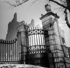 121059 03 (ndpa / s. lundeen, archivist) Tags: nick dewolf nickdewolf december bw blackwhite photographbynickdewolf boston massachusetts beaconhill 1959 1950s film 6x6 mediumformat monochrome blackandwhite common bostoncommon park beaconstreet walnutstreet ironwork entrance gate steps stairs building fence pillar post snow winter