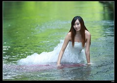 nEO_IMG_DP1U2165 (c0466art) Tags: pictures light portrait white water smile canon wonderful bride big colorful pretty sweet outdoor good gorgeous deep taiwan showgirl figure cloth charming 1dx  c0466art