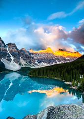 Sunrise at Moraine Lake, Banff (wengeshi) Tags: banff lakemoraine