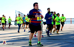 TRANSPLANTRUN BCN 2015 (Hunter.) Tags: barcelona city color colour shirt canon spain report happiness ciudad mens runners hunter asphalt asfalto mujeres camiseta racer carrera hombres alegra salud womans pavimento paviment blessyou 50500mm corredores reportaje canon450d parkforum 5kms dejatumarcaporlavida transplantrunbcn2015 15noviembre2015 letyoubrandbythelife