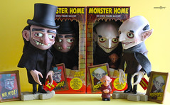 bodegón red (ribefex.customs) Tags: monster vinyl art toy vampire retro halloween gift doll figure amigo toyz toys finger puppet silent hyde nosferatu dracula