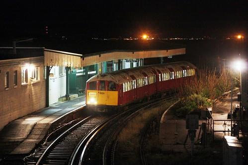 Platform-dependent: Island Line 483004