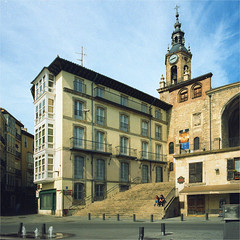 vitoria - gasteiz (thomasw.) Tags: vitoria gasteiz baskenland paisvasco spain spanien espana europe europa mf mamiya 120 analog cross crossed travel street