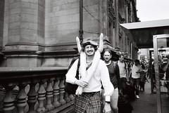 (akio.takemoto) Tags: ricohgr1 ilfordhp5 pellicola film 400iso street inflatabledoll people streetphotography scot scozia scotland edimburgo edinburgh oldtown persone blackwhite biancoenero pointshoot
