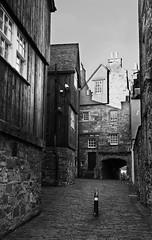 a slice of lovely old Edinburgh (lunaryuna) Tags: scotland capital edinburgh architeture history historicarchitecture buildings close backalley stonewalls beauty urbanconstructs city urban walkinthecity blackwhite bw monochrome