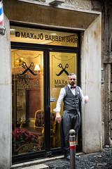 ROMA 3 (ignacy50.pl) Tags: street man roma barber drzwi rzym kolorowe ulica mczyzna fryzjer czowiek