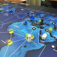 Pandemic Legacy (ลงรูปเดิมเพราะไม่อยากสปอยล์) - เล่นเกมนี้เกมเดียวไปแปดรอบในรอบห้าวัน บ้าไปแล้ว เกมอะไรจะทำให้ติดหนึบได้ขนาดนี้ 55 สี่คนช่วยกันเล่นเป็นทีมปฏิบัติการกู้โลกจากมหันตภัยไวรัส ตอนนี้เล่นมาถึงเดือนที่หก (มิถุนา) ในเวลาเกม สถานการณ์เริ่มคับขัน แต
