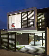 LA HORA AZUL (sebastianguzmanf9) Tags: horaazul arquitectura architecture fachada cuenca