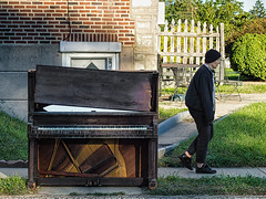 Fayette S. Cable Piano (rsmithdigital) Tags: curb musicinstrument piano stilllife streetphotography trash