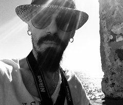 Self-Portrait (giannipaoloziliani) Tags: giannipaoloziliani italianmen horizon luce light rays raggi estate cappello hat sunrays sun mare orizzonte selftimer nikon fotografo photographer uomo men occhiali man mystyle style bearded longbeard barbalunga barbuto barba orecchini sunglasses beard earrings autoscatto myface face retrato sea italy monochrome monocromatico iphone iphonephoto biancoenero portraitme blackandwhite justme portrait myself me io