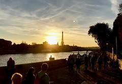 Paris, 30 octobre 2016 (y.caradec) Tags: tour eiffel toureiffel tower soleil sunset sun quai pont bridge paris ledefrance france europe iphone7 iphone7plus nuage nuages sky seine iphone eiffeltower monument