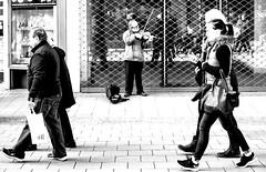violine; essen_germany (eks-i zb) Tags: black white essen germany europe urban street violine music people walking