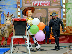 saloon (Jabatophoto) Tags: feria atracciones west oeste saloon candid street zaragoza color toy story balloon