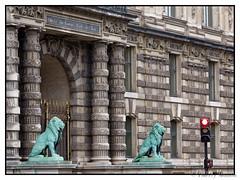 Muse du Louvre - Porte des Lions (thierrymasson94) Tags: muse paris france musedulouvre portedeslions lions sculptures porte louvre pavillondeflore