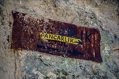 The way to Pancarlk (Melissa Maples) Tags: ortahisar turkey trkiye asia  nikon d5100   nikkor afs 18200mm f3556g 18200mmf3556g vr kapadokya cappadocia trke text sign pancarlk dilapidated rusty