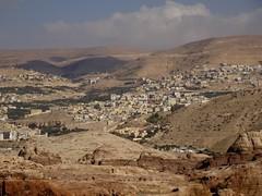 In de verte ligt Wadi Musa