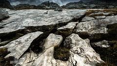 Kluft auf Caralina (Sophia Drosophila) Tags: alpen alpinwandern basòdino berg berge caralina felsen gebirge gestein ghiacciaio gletscher gletschervorland landschaft lepontinischealpen natur schweiz tessin valbavona valmaggia vallettadifiorina mountain rock wilderness wildnis nature landscape gletscherpfad sentiero glaciologico