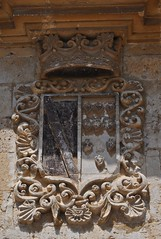 Astudillo (Palencia). Plaza Mayor. Palacio de los marqueses de Camarasa. Escudo (santi abella) Tags: españa palencia castillayleón escudos heráldica astudillo