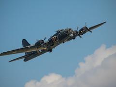 Sally B B17 - Duxford (davepickettphotographer) Tags: uk b17 american gb duxford boeing bomber flyingfortress secondworldwar imperialwarmuseum em1 iwm olympuscamera