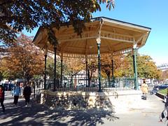 Paris le - 2015-10-01-11h58 (desparlsp) Tags: france nation kiosque musique parsi placedelanation kiosquemusique