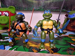 "Nickelodeon ""HISTORY OF TEENAGE MUTANT NINJA TURTLES"" FEATURING LEONARDO -  ORIGINAL '88 LEONARDO vi / ..with TOON LEO 93 (( 2015 )) (tOkKa) Tags: 2005 toys comic 1988 2006 1993 1992 leonardo figures toysrus 2012 2007 teenagemutantninjaturtles tmnt nickelodeon 2014 2015 displaystand playmatestoys ninjaturtlesthenextmutation toysrusexclusive tmntfastforward toonturtles toontmnt tmntmovie4 turtlemilkstudios eastmanandlairdsteenagemutantninjaturtles moviestartmnt varnerstudios toonleo paramountteenagemutantninjaturtles 4kidstmnt paramountsteenagemutantninjaturtles tmnt2003 historyofteenagemutantninjaturtlesfeaturingleonardo davearshawsky tmnt2014movie"