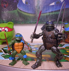 "Nickelodeon ""HISTORY OF TEENAGE MUTANT NINJA TURTLES"" FEATURING LEONARDO -  'MOVIE STAR' LEO x / ..with TMNT Classics  1990 MOVIE LEONARDO '14  (( 2015 )) (tOkKa) Tags: 2005 toys comic 1988 2006 1993 1992 leonardo figures toysrus 2012 2007 teenagemutantninjaturtles tmnt nickelodeon 2014 2015 displaystand playmatestoys ninjaturtlesthenextmutation toysrusexclusive tmntfastforward toontmnt tmntmovie4 turtlemilkstudios eastmanandlairdsteenagemutantninjaturtles moviestartmnt varnerstudios toonleo tmntclassics paramountteenagemutantninjaturtles 4kidstmnt paramountsteenagemutantninjaturtles tmnt2003 historyofteenagemutantninjaturtlesfeaturingleonardo 1990movieleonardo davearshawsky tmnt2014movie"