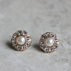 Pearl earrings for bridesmaids! http://buff.ly/2ekO76I #etsy #weddings #2017wedding #bridesmaid #brides (petalperceptions.etsy.com) Tags: etsy smallbiz flowers jewelry