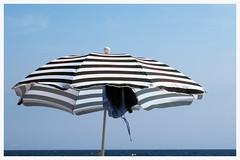 Dreaming of summer (G.Claesson) Tags: sommar summer sommer sonnenschirm parasoll parasol bl blau blue himmel sky molnfritt randig streifig striped svart black schwarz vit white weis