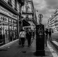 (C-47) Tags: bw blackwhite black beautiful art architecture artistic amateur artistique street silhouette scene shapes streetart canon city 18200mm paris people poetry human scne sceneoflife life streetlife nice noir noirblanc noiretblanc population urban urbain drawing grafitti