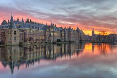 Binnenhof weerspiegelt in de Hofvijver (Rob Kints (Robk1964)) Tags: denhaag mauritshuis binnenhof hofvijver innercourt nederland night pond reflections thehague thenetherlands
