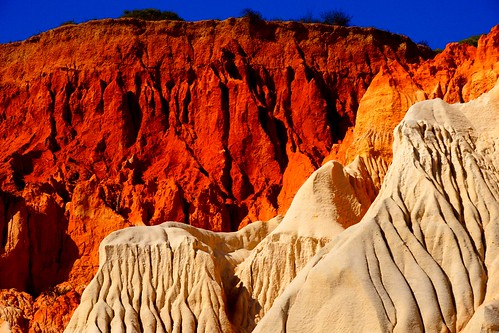 The colorful rocks of Albufeira