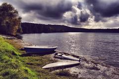 Landscape (Japo Garca) Tags: lago martignano reflejo roma italia barca tabla windsurf paisaje landscape nubes drama