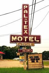 Pal-Tex Motel (Rob Sneed) Tags: usa texas palestine easttexas paltexmotel motel vintage neon americana texana rust refrigeratedair vacancy advertising