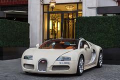 Bugatti Veyron (_R.AW) Tags: london dubai knightsbridge bugatti mayfair veyron