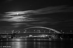 Rotterdam 26-11-2015 SMWM-18 (Pure Natural Ingredients) Tags: bridge blackandwhite night clouds evening rotterdam zwartwit nacht dusk nederland thenetherlands wolken brug avond zwart wit vanbrienenoordbrug