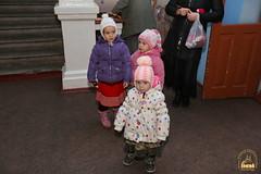 01. Humanitarian assistance for refugees at Svyatogorsk Lavra / Раздача гуманитарной помощи беженцам Лавры