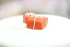 Un regalo gradito (danieleloreto) Tags: christmas food cake canon 50mm design pasta dolce bologna di pastry natale torta regalo pacco arancione fiocco zucchero 2015 550d