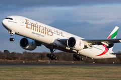 DSC_1531 (Leechy8) Tags: manchester emirates boeing takeoff manchesterairport boeing777 b777 23l