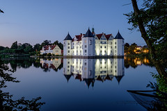Spiegelung (sigiha1953) Tags: lake reflection castle night germany see fuji nacht scene iso 200 nights fujifilm nightscene bluehour schloss spiegelung schleswigholstein nachtaufnahme blauestunde glcksburg schlossglcksburg fujixf23mmf14r fujixt1 happinesscastle