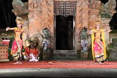 D20160827_1011 (bizzo_65) Tags: indonesia asia bali barong kris dance sunda upasunda danza