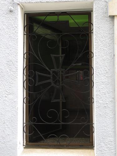 20160528 10 305 Jakobus Laredo Pilgerherbege Buen Pastor Fenster Kreuz